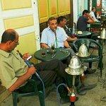 Medina di Tunisi: Tunisia: passatempo al bar
