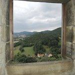 Ein Blick aus dem Fenster/Öffnung im Teil des Georgs-Turms - auf das Schaumburger/Weserberg-Land