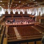Uma foto do auditório, lembrando que o teto fica até 3 vezes mais alto. O local é enorme!