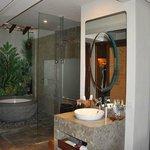 Bathtub and rainshower
