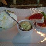 burrata con pomodori lardellati e gelato al basilico