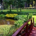 Krásná zahrada u hotelu