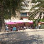 Restaurantes e bares em frente a praia