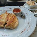 Chicken breast, coleslaw & sweet chilli sauce