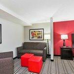 Queen/Queen Suite Sitting Area