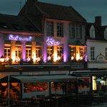 """Le restaurant """"Le Quai"""" ds le quartier Saint Leu : on y mange tres bien, le personnel y est supe"""