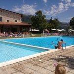 La doppia piscina del camping: per adulti e per bambini