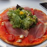 PIzza (with salad in center)