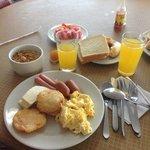 Buffet desayuno, el otro plato no aparece en la foto