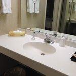 2 sinks, good!