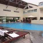 Swimmingpool, gym and one of the bars