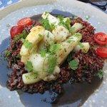 Sepia con arroz rojo de la Camarga  Una hora de espera entre plato y plato!