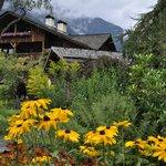 le jardin du hameau . A voir aussi le jardin potager du restaurant !!!
