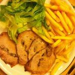 Arista patate fritte e insalata