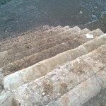 süper emniyetli halk plajına iniş merdiveni, yalnız inmeyin.