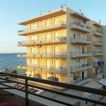 Side sea view - боковой вид на море с балкона