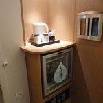 calentador para cafe e infusiones, frigo y cajafuerte.