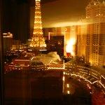 vista nocturna desde la ventana de la habitacion