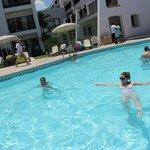 a piscina estava morna! também, o calor estava intenso