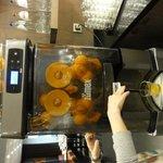 オレンジを絞る機械