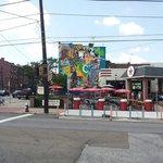Mooie muurschildering in east carsons street.
