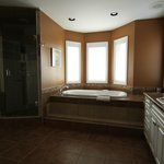 Lakeview room ensuite