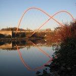 Spiegelung der Brücke über dem Rhein-Hernekanal