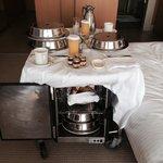 Café da manhã servido no apartamento!