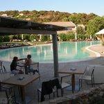 piscina ampia e ben tenuta