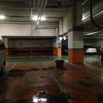 Parking hotel fuite dommage on avait notre voiture en dessous 5* non. 2*