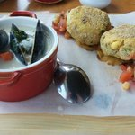 seafood chowder & crabcakes