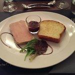 Terrine de foie gras de canard mi-cuit, brioche maison, confiture de figues (excellent)