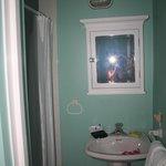 Bagno diviso in tre parti: Wc - doccia - lavandino