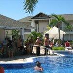 Musique sur le bord de la piscine principale