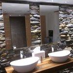 Interlaken - Restaurant Taverne - bathroom (natural stone masonry)