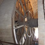Wheel for hoisting driven by manpower??