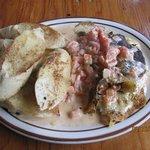 cajun baked brie with warm creamy tomato salsa und crusty bread