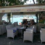 Yacht Cafe Bar