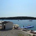 altra foto con i letti nei pressi del mare
