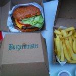 Cheeseburger e patatine!