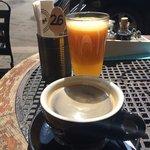 Petit dej en terrasse sous le soleil de Krakow :)