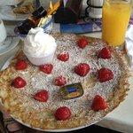 Strawberries & Cream Dutch Pancake