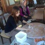 有趣的手做土耳其煎餅體驗 (有點像臺灣的蔥油餅)