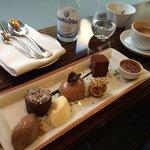 Fantastisk chokolade dessert med 9 forskellige elementer inkl. Gateau Marcel. Eneste faste ret p