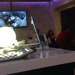 Cucina a vista e schermo gigante con ripresa della cucina in diretta ... Super