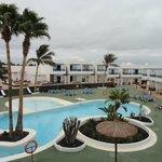 Agradable piscina, vista desde la terraza