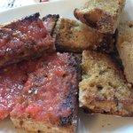 Pan con ajo y pan con tomate