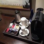 Bouteille d'eau fournie : trés appréciable. Café nexpresso et thé