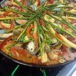 Hacemos paellas, veggies, de mariscos, valenciana...