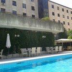 veduta piscina del plaza hotel perugia